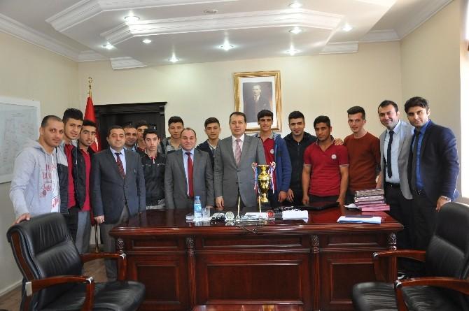 Futsal Şampiyonlarından Kaymakam Sündük'e Ziyaret
