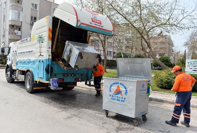 Muratpaşa'da Konteynerler Temizleniyor