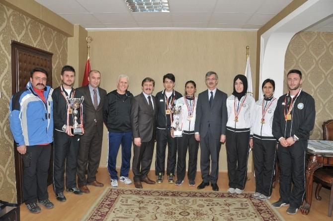 Rektör Çapoğlu Şampiyon Sporcularını Ödüllendirdi