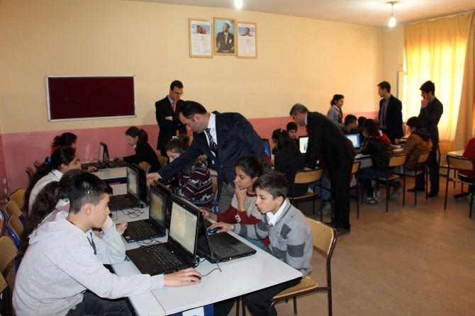 TÜPRAŞ'tan Çatak'a 30 Bilgisayar