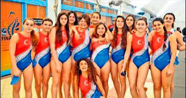 İzmir'in sutopunda yüzakı