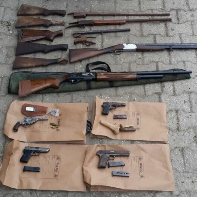 Jandarmadan Silah Tacirlerine Baskın