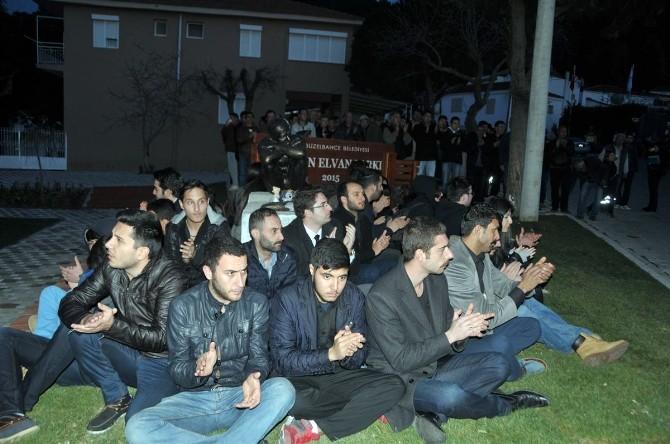 Gençlerden Parçalanan Berkin Elvan Heykeli Önünde Nöbet