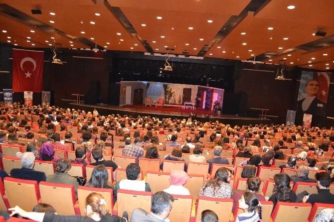Kültür Ve Sanat Merkezi'nde Abim Geldi Tiyatrosu Sahne Aldı
