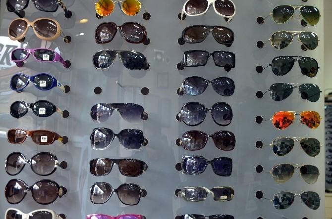 Atık Malzemeden Üretilen Güneş Gözlüğünü Kullanmayın