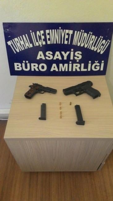Turhal'da 2 Adet Ruhsatsız Tabanca Ele Geçirildi