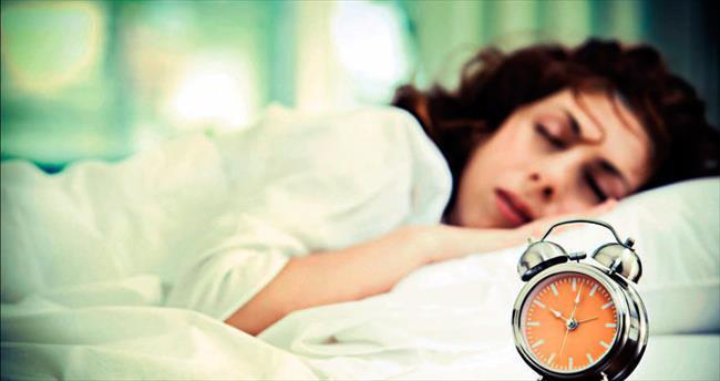 Sağlıklı bir uyku için yan yatın ve orta kalınlıkta yastık kullanın