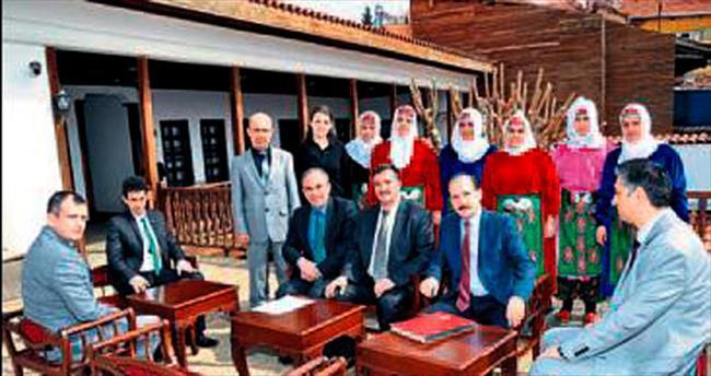 Uşak'ta 20 kadına halı dokuma kursu