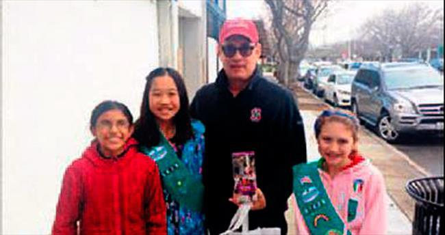 Hanks'ten izci kızlara destek