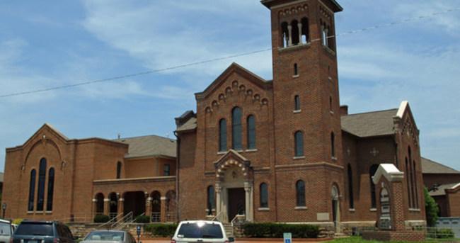 Kilisede kılınan namaz tartışmalara neden oldu