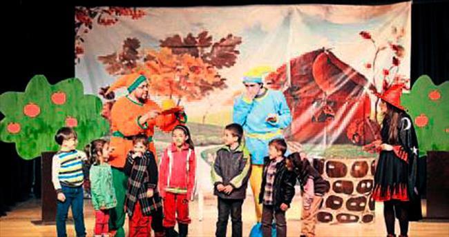 Masal kahramanları tiyatro sahnesinde