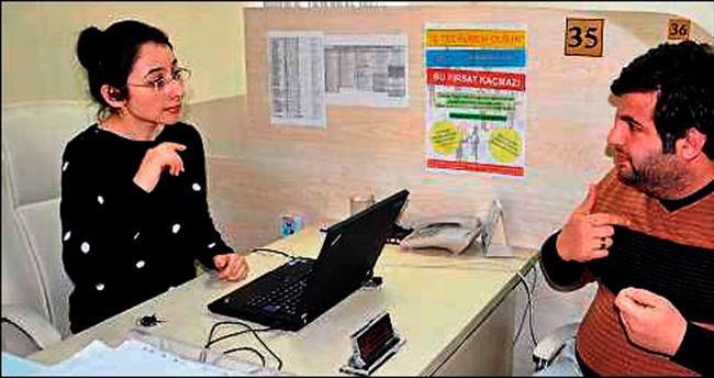 İşkur'da, işsiz engelliler için işaret dili öğrendi