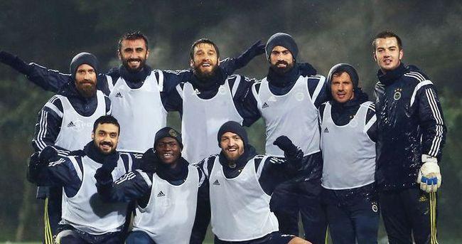 Fenerbahçe'ye derbi öncesi çifte şok!