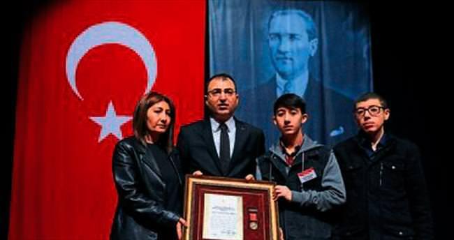 Şehit ailesi ve gaziler övünç madalyası aldı