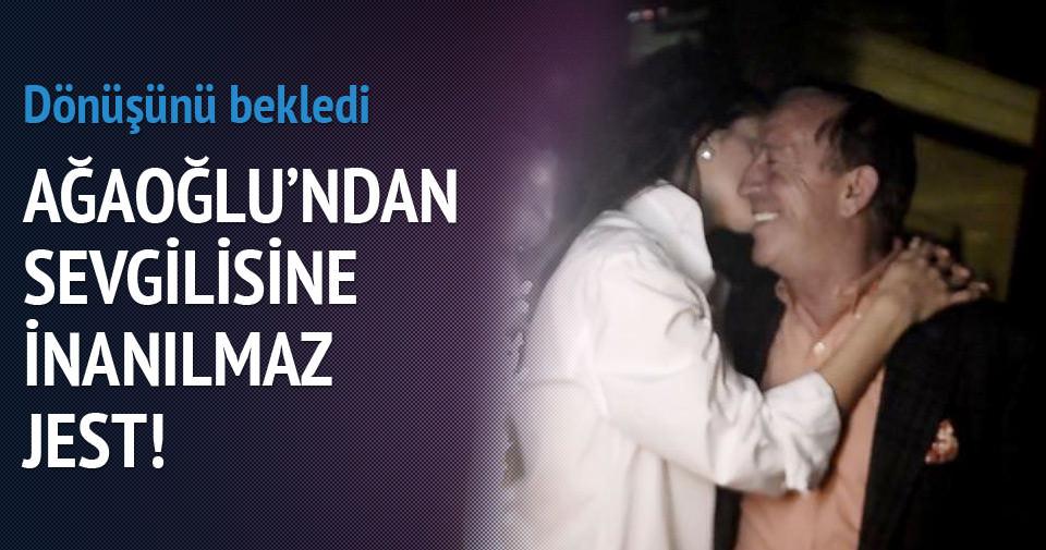 Ali Ağaoğlu doğum gününü kutlamak için sevgilisini bekledi
