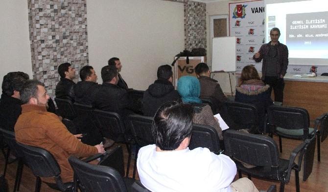 Gazetecilere 'İletişim' Semineri