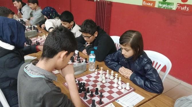 Satranç Bölge Müsabakalarında Cumhuriyet İlköğretim Okulundan İki Öğrenci Dereceye Girdi