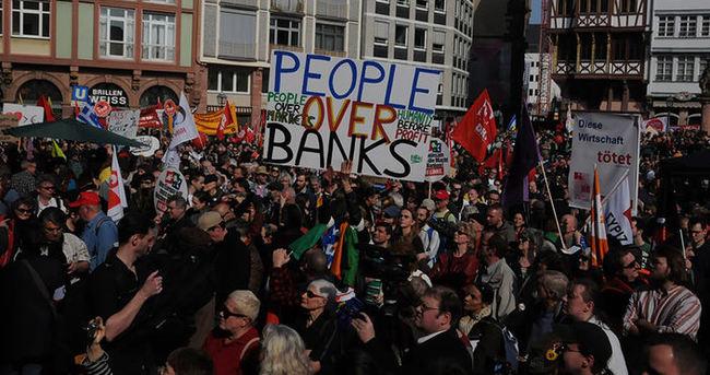 Almanya'da 17 bin kişi yürüdü