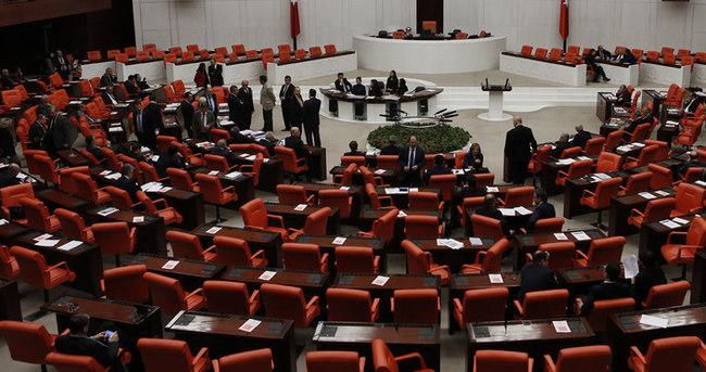 AK Parti'den seçilme yaşı için yasa teklifi
