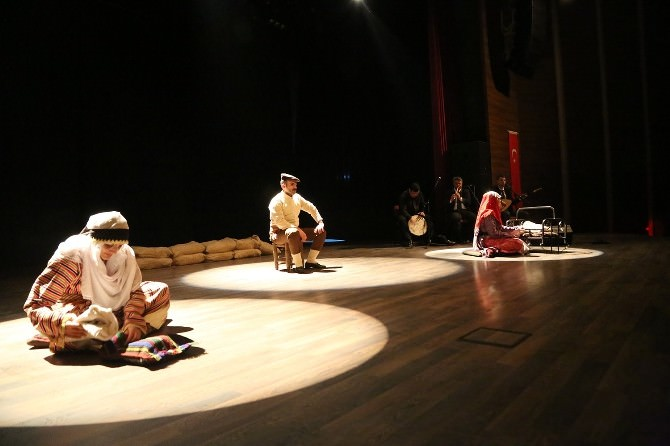 Torbalı'da Ağlatan Tiyatro Oyunu
