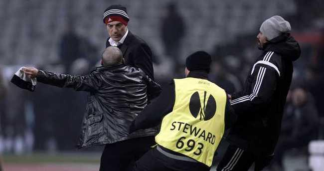 Olimpiyat Stadı'nda Slaven Bilic'e saldırı