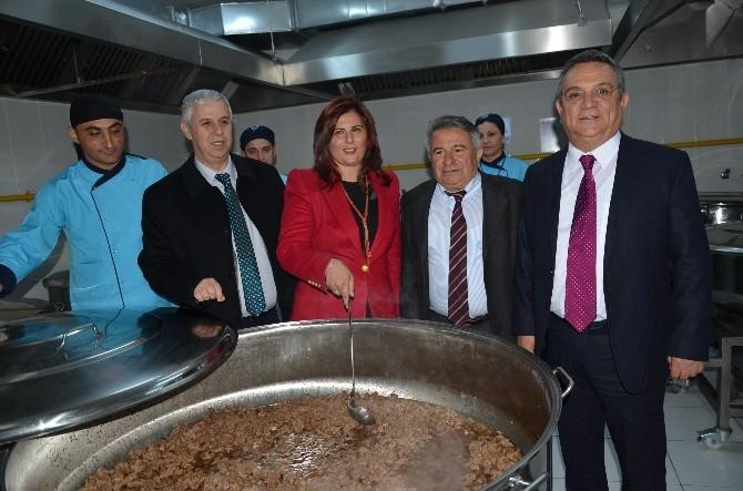 Kuşadası'nda 5 Bin Kişilik Yemek Fabrikası Açıldı