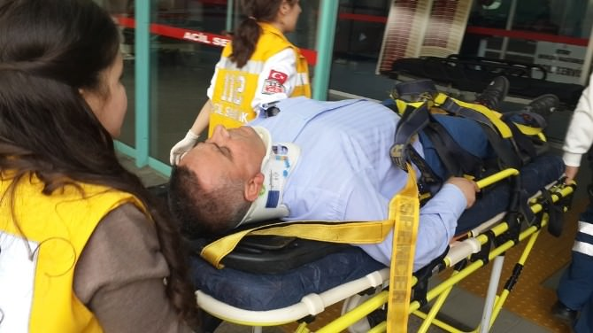 Cezaevine Mahkum Getiren İki Polis Kazada Yaralandı