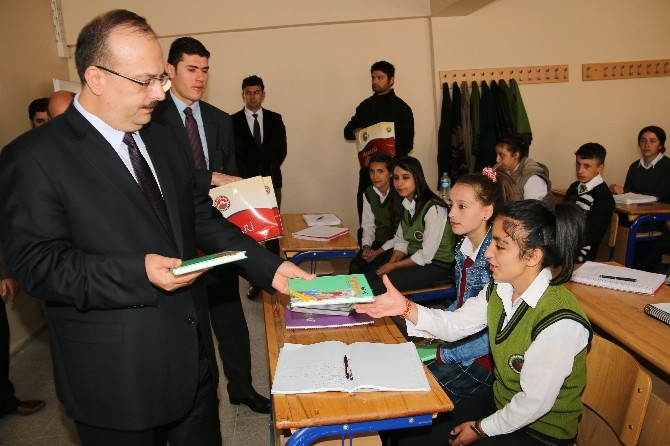 Vali Canbolat'tan Okul Ziyareti
