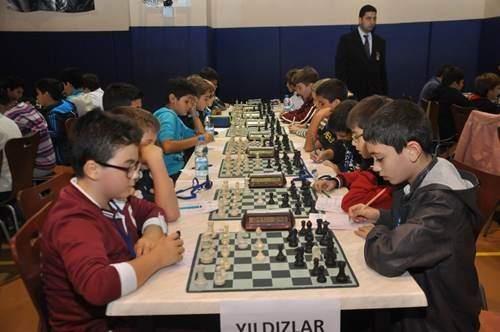 Serdivan Belediyesi'nden Ödüllü Satranç Turnuvası