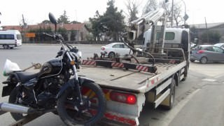 Kırmızı Işıkta Geçen Motosiklet Sürücüsü Kaza Yaptı