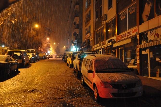 Tunceli'de Kar Yağışı Ulaşımı Olumsuz Etkiliyor