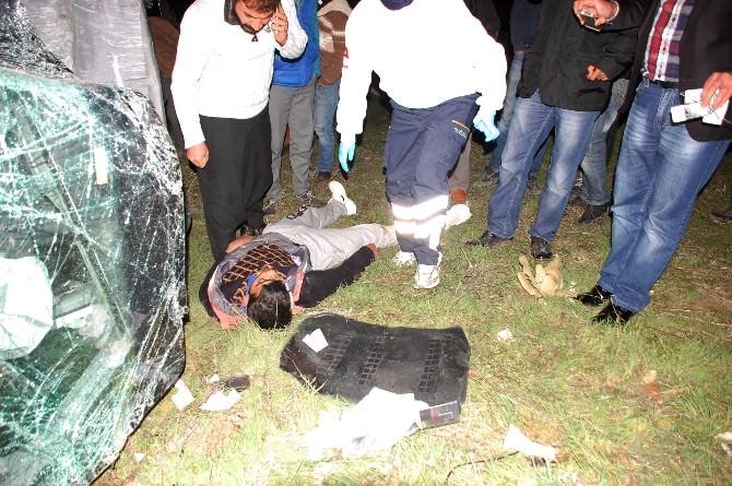 Virajı Alamayan Araç Mezarlığa Uçtu: 5 Yaralı