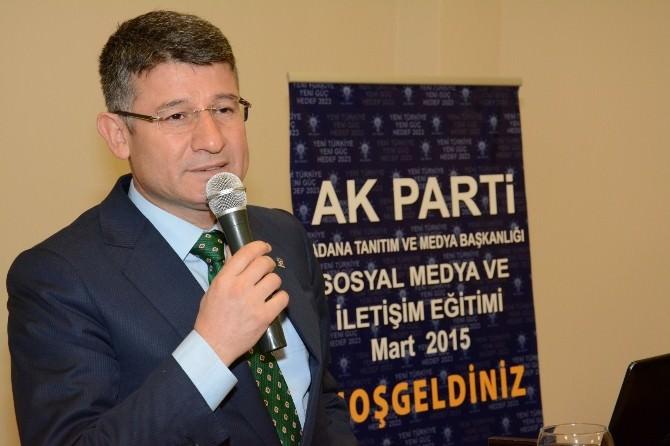"""AK Parti'den """"Sosyal Medya Ve İletişim"""" Eğitimi"""