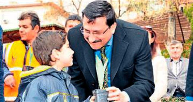 Başkan Ak Nevruz için lale dağıttı