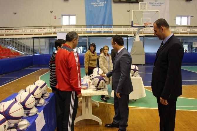 Okullara Spor Malzemesi Yardımı Yapıldı