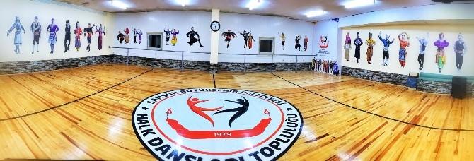 Büyükşehir Halk Oyunları Topluluğu Kupaya Doymuyor