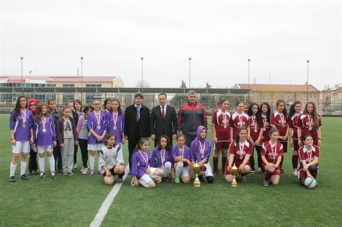 Karaman'da Yıldız Kızlar Futbol İl Birinciliği Müsabakaları