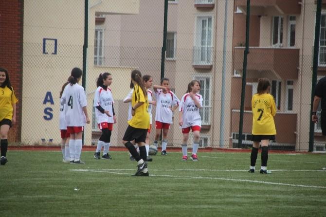 Bilecik'te Ortaokullar Arası Yıldız Bayanlar Futbol Turnuvası