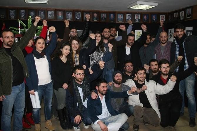 CHP'li Gençler Parti Binasının İşgaline Son Verdi