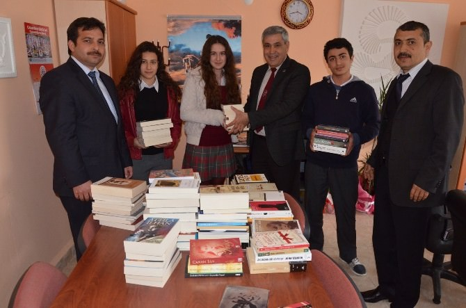 Dalaman Belediyesi Anadolu Lisesi'ne Kitap Desteği Yaptı