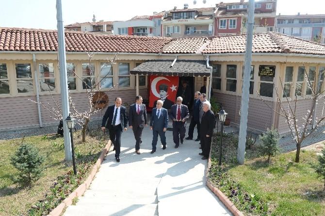 Edirne Valisi Şahin Yapımı Süren Şehitlikte İncelemelerde Bulundu