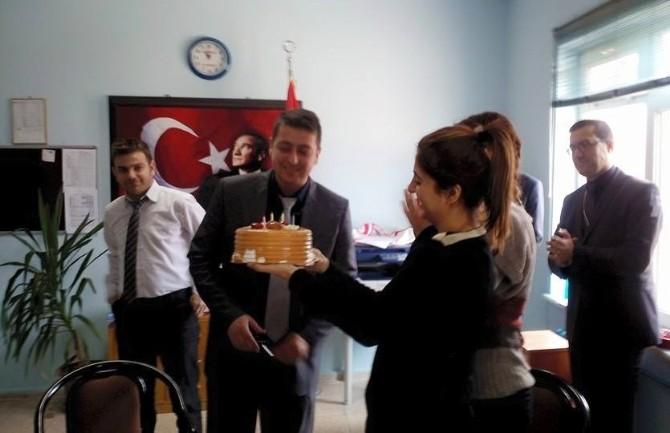 Erhan Öğretmene Okulda Doğum Günü Sürprizi