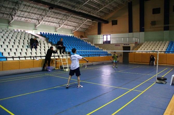 Erzincan'da Badminton Heyecanı