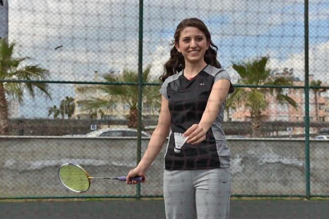 Konyaaltı'nda Ücretsiz Badminton Kursu