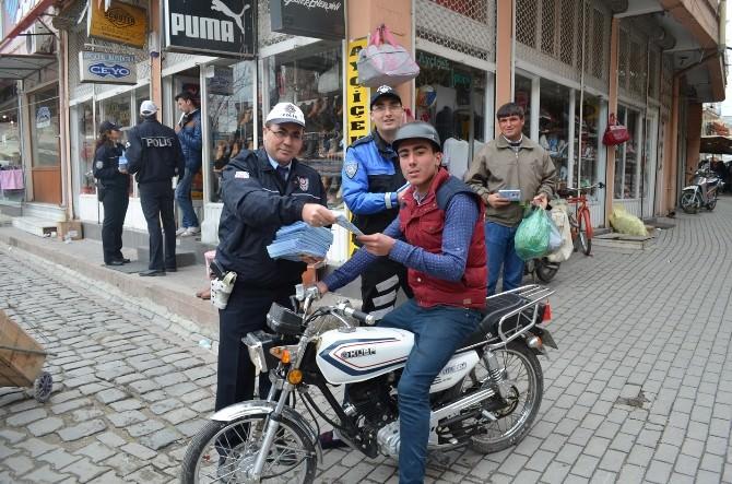 Kula Polisinden Broşürlü Kask Uyarısı