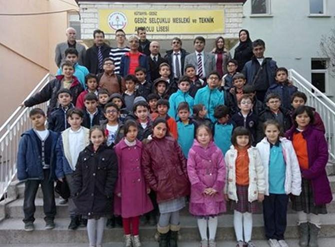 Gediz Anadolu İmam Hatip Lisesi Satranç Turnuvası'nda Birinci Oldu