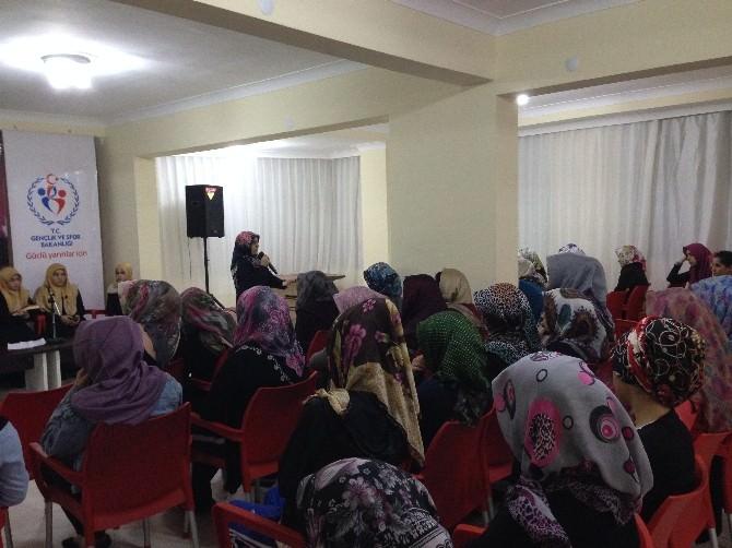 Şadiye Yılmaz'dan Kız Öğrenci Yurdu'nda Konfrens