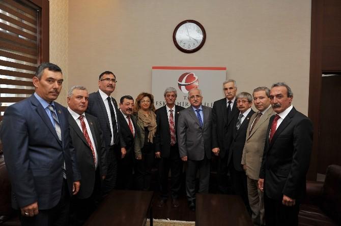 Türkiye Muhtarlar Derneği Eskişehir Şubesi'nden Vali Tuna'ya Ziyaret