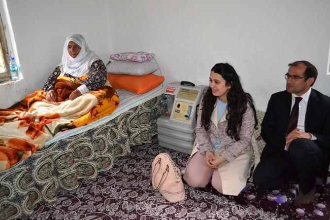 Kaymakam Ayca Ve Eşi Yaşlıları Evlerinde Ziyaret Etti