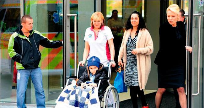 Klasik tedaviyi reddeden ailenin oğlu Prag'da kanseri yendi
